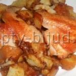 Куриные крылышки в медовом маринаде, запеченные с картошкой