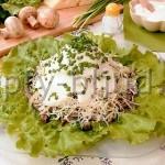 Мясной салат с сыром и грибами