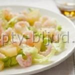 Крабовый салат с ананасом и креветками