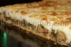 Пирог из слоеного теста с курицей и грибами рецепт