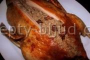 Гусь, фаршированный гречкой и грибами рецепт