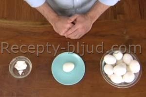 Как быстро очистить яйца, сваренные вкрутую?