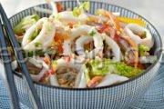 Салат из кальмаров с яйцом рецепт